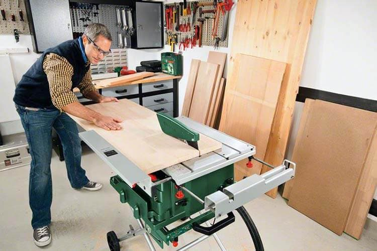 Обслуживание деревообрабатывающих станков – изображение