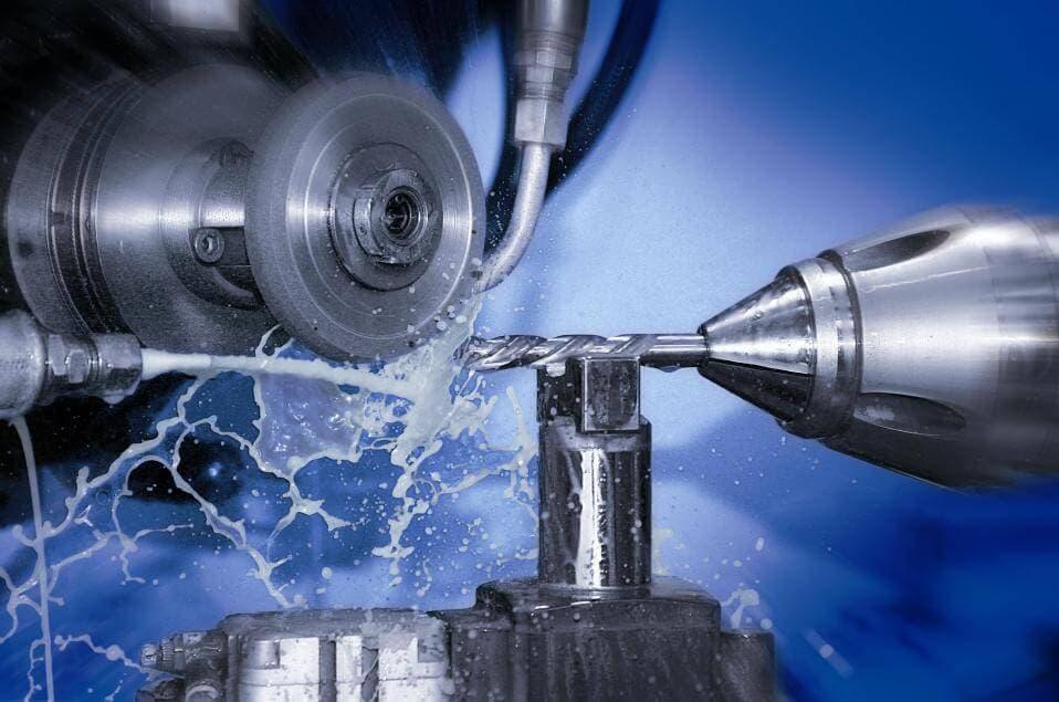 Смазочно-охлаждающие материалы как необходимый элемент токарных работ – изображение