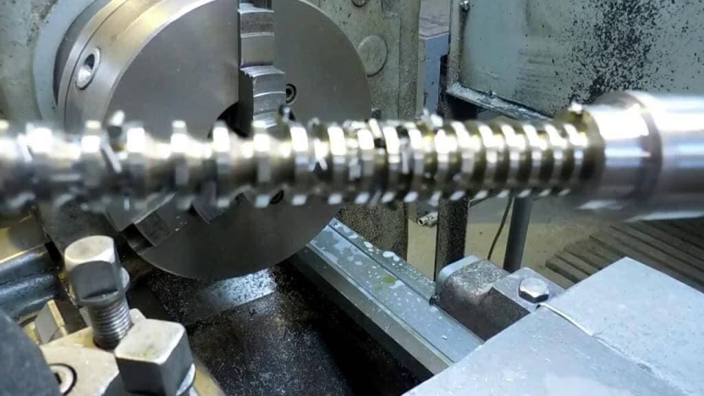 Токарно-фрезерная обработка деталей на механических станках – изображение